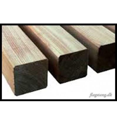 Høvlet stolpe i lærketræ 120 x 120 mm.